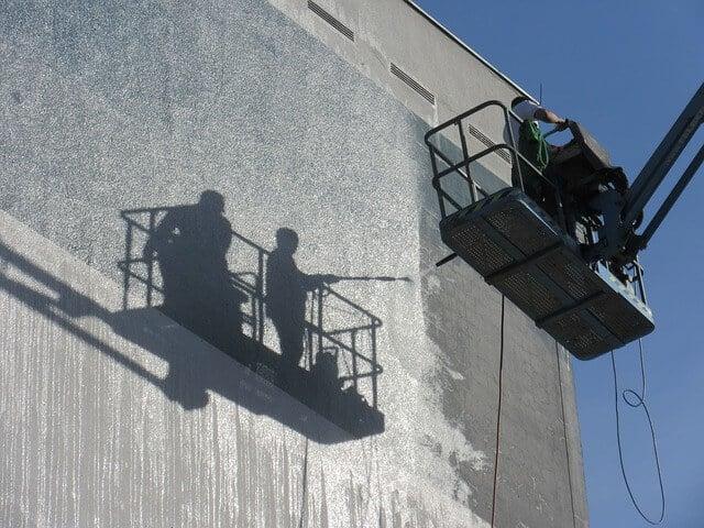 Chemische Algenentfernung bei der Fassadenreinigung in Dortmund